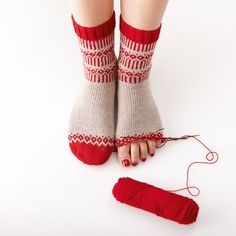 SoxxBook by Stine & Stitch – Best Knitting 2020 Knit Mittens, Knitting Socks, Hand Knitting, Knitting Patterns, Crochet Patterns, Crochet Tools, Knit Crochet, Stine Und Stitch, Fair Isle Knitting