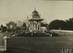 Its an old pic of Baroda's Mahal (Gaekwad Dynasty)