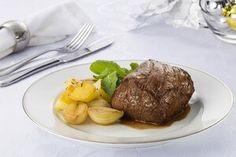 Encontre Receitas de Filé mignon com vinho e cebolas adocicadas e outras carnes especiais. Conheça a Academia da Carne e faça cursos e aprenda receitas