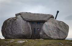 """Stone house"" Nas montanhas de Fafe, Portugal.. please tell me this is real!"