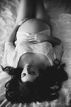 sexy baby bump, boudoir maternity photography, pregnancy photography, black and white maternity