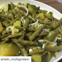 En güzel mutfak paylaşımları için kanalımıza abone olunuz. http://www.kadinika.com #Repost @emelin_mutfagndann with @repostapp  Kabakli taze börülce salatasi kibris mutfagndan bir salata yani  burda pek bir yaygin cok lezzetli oluyor .kabak bildigimiz dolmalik kabak deil yesil kabak ve birkac cesit var burda salata icin  1kilo taze börülce  1buyuk yesil kabak  Zeytinyag .1sogan.3dis sarmisak .limon.tuz. Borulceleri dograyip hasladim ayri bir tencerede kabaklari kup kup dograyip hasladim…