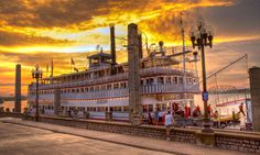 Belle of Louisville, Louisville KY beautiful boat and also some of God's beautiful sunset design in this picture too Louisville Kentucky, Kentucky Derby, Owensboro Kentucky, Steam Boats, My Old Kentucky Home, Ohio River, Beautiful Places To Visit, Cincinnati, Pictures