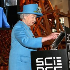 Pin for Later: Yep, die Queen hat soeben getweetet