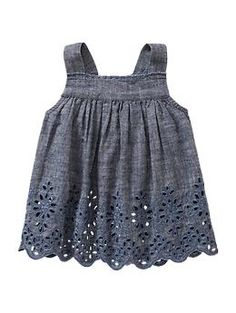 Eyelet chambray tank..ooo with some cute leggings!! xoxo