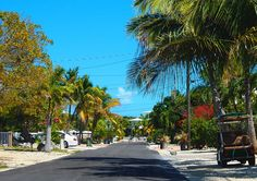 Miami autolla päivässä - mitä ei kannata tehdä ja pari kivaakin juttua - Matkablogi Vaihda vapaalle Miami, Key West, Sidewalk, Street View, Key West Florida, Side Walkway, Sidewalks, Pavement, Walkways