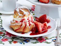 Unser beliebtes Rezept für Miniwindbeutel mit Vanillesahne zu Erdbeersalat und mehr als 55.000 weitere kostenlose Rezepte auf LECKER.de.