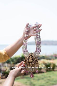 Goddess Laxmi is popular motif in temple jewellery. corundum gemstones along with Swarovski zirconia to highlight the Lakshmi pendant craftsmanship. Indian Jewelry Sets, Indian Wedding Jewelry, Bridal Jewelry Sets, Jewelry Design Earrings, Jewellery Designs, Necklace Designs, Gold Temple Jewellery, Fancy Jewellery, Baden House
