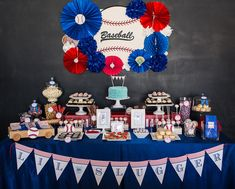 "Jasmine of The Couture Cakery hit it out of the park with her all-American styling & gorgeous baked goods for a Sporty ""Home Run"" Baseball Baby Shower to welcome Cindy's ""little slugger"" into the world! For more creative baseball party ideas go here and Fiesta Baby Shower, Baby Shower Niño, Cheap Baby Shower, Boy Baby Shower Themes, Shower Party, Baby Shower Baseball, Baby Baseball, Bridal Shower, Baseball Scores"