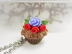 Lavender likes, loves, finds and dreams: Cupcake Necklace Giveaway