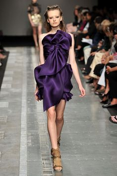 Google Image Result for http://www.elle.com/var/ezflow_site/storage/images/elle/runway/ready-to-wear/spring-2010-rtw/aquilano-e-rimondi/aquilano-e-rimondi/aquilano-e-rimondi-spring-2010-ready-to-wear-collection/aquilano-and-rimondi-podium-spring-fashion-2010003/3841493-1-eng-US