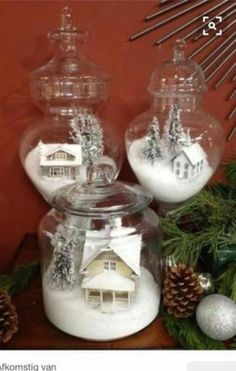 A white Christmas in a snow coat is a big boost to holiday magic! The choice of white for Christmas decorations also allows a result of the most chic, without fault of taste possible! Noel Christmas, Winter Christmas, Vintage Christmas, Christmas Ornaments, Christmas Scenes, Christmas Vacation, Christmas Villages, Hallmark Ornaments, Rustic Christmas