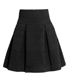 Black. Flared skirt in sturdy, textured jersey with box pleats at the waist. Unlined.