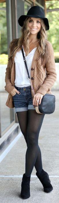 Medias y zapatos del mismo tono para lucir mas alta