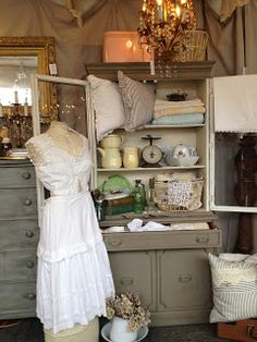 the vintage bricoleur: More Examples of Pieces Done in Annie Sloan Chalk Paint® at TVB