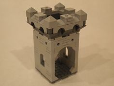 Lego Modular Castle. Here you see a Whole Battlement Module placed on top of a room module. This can be used as a stand alone guard tower or incorporated into a larger castle using this Kingdoms Modular Lego Castle system.