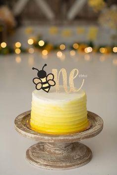 Smash Cake First Birthday, Yellow Birthday Cakes, 25th Birthday Cakes, First Birthday Party Themes, Baby Girl First Birthday, Birthday Cake Girls, Bumble Bee Cake, Bumble Bee Birthday, 6 Cake