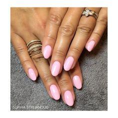 Pretty pink nails by Sophia Stylianou | www.sophiastylianou.com
