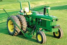 John Deere 4010 very rare to see a belly sickle mower on one of these beasts! Antique Tractors, Vintage Tractors, Vintage Farm, Old John Deere Tractors, Jd Tractors, John Deere Equipment, Old Farm Equipment, Tractor Implements, Engin