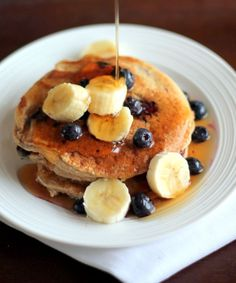 Healthy oatmeal cottage cheese pancakes packed with of protein to give you boost. The perfect after workout meal full of healthy carbs and protein! Taste like banana bread pancakes. (try these as waffles too) Breakfast Desayunos, High Protein Breakfast, Healthy Breakfast Recipes, Healthy Breakfasts, Pancake Recipes, Healthy Recipes, Healthy Food, Power Breakfast, Breakfast Options