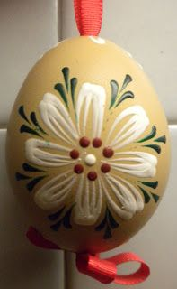 Family of Farmers: Egg Decorating Eastern Eggs, Polish Easter, Painted Rocks, Hand Painted, Egg Tree, Easter Egg Designs, Egg Decorating, Easter Wreaths, Crafty Craft