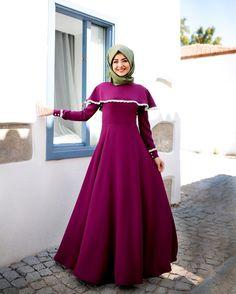 Gamze Polatt Dress Fuschia Price 97 Dolars Information and order whatsapp 05533302701 Arab Fashion, Muslim Fashion, Tall Dresses, Formal Dresses, Fuschia Dress, Cap Dress, Pregnancy Outfits, Mode Hijab, Muslim Women