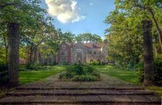 Salisbury House & Gardens, Des Moines, Iowa. Gorgeous for a wedding!