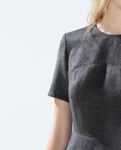 Invitadas 'low cost': 15 vestidos de Zara para sobrevivir a