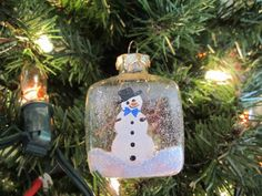I absolutely MUST find some of these square ornaments!!! Super cute!