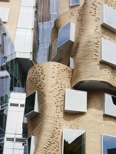 Complex curving brickwork and a 'crushed paper bag effect' at The Dr Chau Chak Wing Building at UTS, Sydney, designed by Frank Gehry. Photo – Eve Wilson for The Design Files. Modern Architecture Design, Brick Architecture, Interior Architecture, Chinese Architecture, Futuristic Architecture, Mix Use Building, Brick Building, Building Design, Shell House
