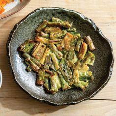 Pajeon (파 전 / Scallion Pancakes) Scallion Pancakes, Savory Pancakes, American Dinner, Garlic Chives, Korean Food, Korean Recipes, Stuffed Hot Peppers, Green Beans, Pret A Manger