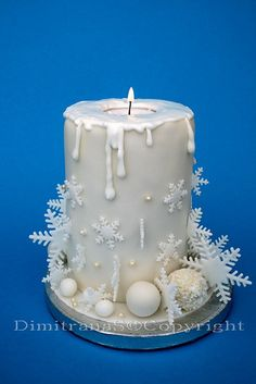 Christmas candle cake - this is an amazing idea - birthday cakes could be done… Noel Christmas, Christmas Goodies, Christmas Desserts, Christmas Treats, Christmas Baking, Christmas Cakes, Christmas Candle, White Christmas, Xmas Cakes