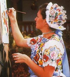 FolkCostume&Embroidery: Costume of Kalocsa, Bács-Kiskun county, Hungary Chain Stitch Embroidery, Embroidery Stitches, Embroidery Patterns, Hungarian Embroidery, Folk Embroidery, Stitch Head, Embroidery Online, Culture, Braided Line