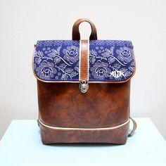 Ontwerper rugzak of schoudertas, 2 in 1, bruine en blauwe kleur, bloemen