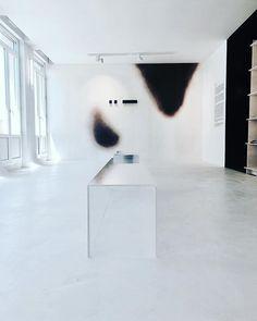 lounaegelenExposition Q 0.0.1 du @studioquetzal 🔥. #designparadetoulon #villanoailles #design #architecture #scenographie #interiordesign #wallpaper @moustache_editions 🔥