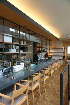 """弊社プロデュースによる、""""食べる""""を愉しむイタリアンレストラン。 開放的なオープンキッチン空間で心ゆくまで堪能… Open Kitchen Restaurant, Ramen Restaurant, Park Restaurant, Restaurant Design, Restaurant Ideas, Ramen Shop, Kitchen Design Open, Cafe Bar, Store Design"""