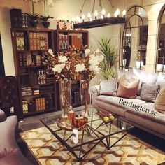 Hos Benington hittar du allt från skräddarsydda möbler till mattor och förvaring! Du vet väl om att hela bokhyllan är full med böcker som egentligen är dold förvaring! Smart va? ;) #benington #home #design #homedesign #homedecor #inredning #trend #deco #decor #exklusiv #exclusive #diy #dekorering #homefashion #interior #interiör #inredning #interior4all #interior123 #style #detaljer #instahome #room #books #hidden #förvaring #doldförvaring #matta #carpet #rug