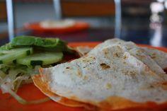 Een tosti op z'n Mexicaans met dit quesadilla recept kip. Weer eens wat anders dan de standaard tosti ham-kaas. :) Heerlijk en koolhydraatarm!