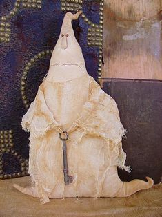 Duncan the Ghost pattern. available from The Goode Wife of Washington County. Dulceros Halloween, Halloween Sewing, Fall Sewing, Halloween Items, Halloween Projects, Spirit Halloween, Holidays Halloween, Halloween Decorations, Halloween Miniatures