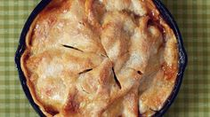 Recipe: Easy Skillet Apple Pie Making an apple pie has never been so easy. Simply toss apples, cinnamon, and brown sugar, and spoon over a