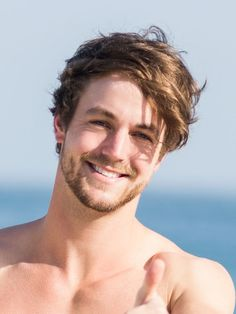 Surfer hair is one of many tousled hairstyles, but it's certainly worth some recognition. Surfer Hairstyles, Messy Hairstyles, Hairstyle Ideas, Moustache, Short Hair Styles Easy, Handsome Faces, Wild Hair, Karl Urban, Long Hair Cuts