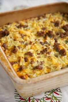 Christmas Morning Brunch: Sausage Hash Brown Breakfast Casserole - hash browns, sausage, eggs & cheese - can be made ahead of time and refrigerated until ready! Breakfast Desayunos, Breakfast Items, Breakfast Dishes, Breakfast Skillet, Christmas Breakfast Casserole, Breakfast Sausages, Breakfast Crockpot, Frozen Breakfast, Christmas Morning Breakfast
