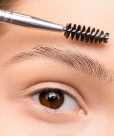 Causes of eyebrow hair loss #haircare #hairbeauty #haircaretips #hairlovers #hairloss #hairs #hairlosscures #hairlosstreatment #hairremedies #eyebrowhairloss Eyebrow Hair Loss, Eyebrow Serum, Eyebrow Growth, Eyebrow Makeup, How To Grow Eyebrows, How To Apply Makeup, Plucking Eyebrows, Eyelash Extension Glue
