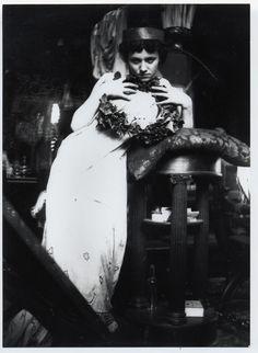 Alphonse Mucha, Fotografía. Modelo posando.