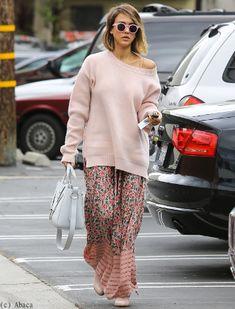 Jessica Alba sublime en total look rose et fleuri