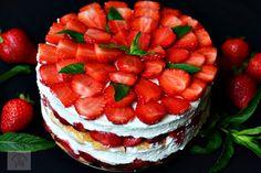 Tiramisu cu capsune - CAIETUL CU RETETE Tiramisu, Deserts, Strawberry, Dessert Recipes, Food And Drink, Cookies, I Love, Crack Crackers, Biscuits