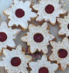 Linecké cukroví | recept. Cukroví z lineckého těsta rozhodně nesmí chybět na žádné vánoční tabuli. Křehké máslové těsto, kvalitn