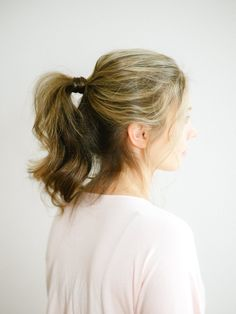 Chic ponytail: http://www.stylemepretty.com/living/2016/05/22/5-everyday-hairstyles-that-take-less-than-5-minutes-to-do/