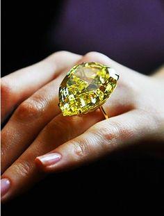 Jewelry Diamond : The Sun Drop Diamond, a carat Fancy Vivid Yellow diamond, was auctioned by. - Buy Me Diamond Gems Jewelry, High Jewelry, Diamond Jewelry, Gemstone Jewelry, Jewelry Accessories, Jewelry Design, Jewelry Necklaces, Jewellery Uk, Fashion Jewellery