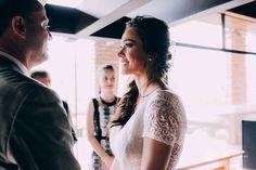 A hora da emoção aquele olhar que tanto amamos nos noivos  #noivos #casamentodedia #casamento #weddingday #weddingpics #wedding #casededia #blogdanoiva #inspirandonoivas #noiva #bride #fotografodecasamento #fotografadecasamento #fotografiadecasamento #muitoamor #amor #love #felicidade #happiness #casal